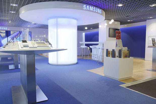 LEDS-C4 lights at the Samsung office in Paris, France