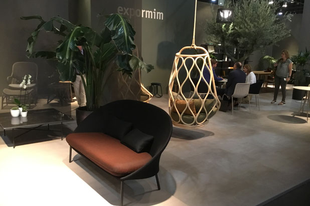 Twins sofa and Naútica hanging seat designed by Mut Design at Expormim stand