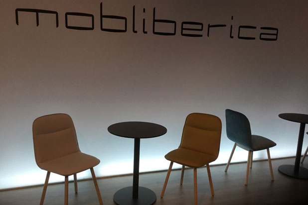 Köln chairs designed by Yonoh and Copa table at Mobliberica stand