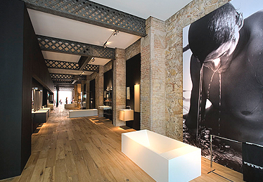 Cosmic launches a barcelona showroom for Interior design firms europe